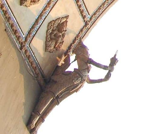 kinnari Birds at Patuxai gate