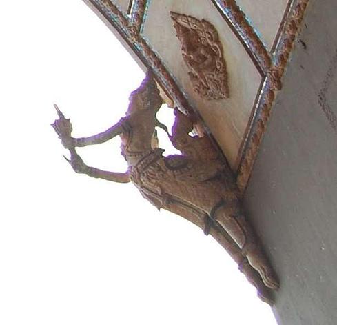 Kinnari Birds Patuxai Gate